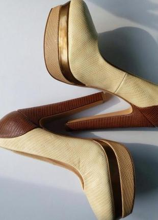 Идеальные бежевые туфли