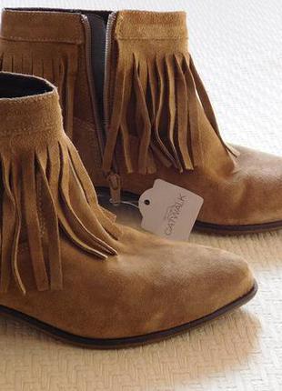 Новые замшевые ботинки с острым носком с бахромой бренд catwalk