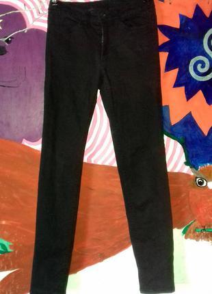 Крутые черные прямые брюки штаны на средней посадке