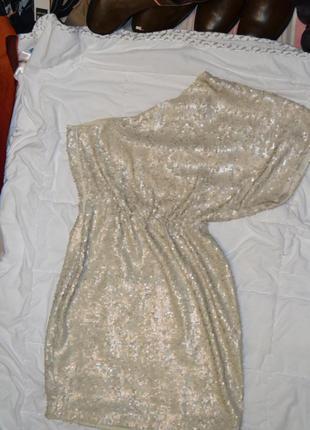Платье в паетках на одно плечо