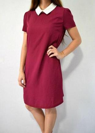Бордовое платье с воротником