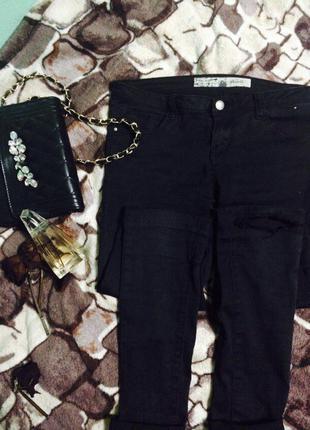 Черные штаны/джинсы скини с рваными коленями