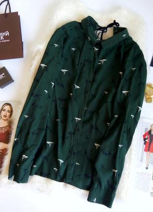 Классная изумрудная рубашка в интересный принт от zara с красивой спинкой