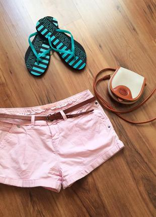 Нежно-розовые шорты bershka с ремешком