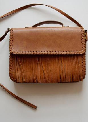 Вместительная сумка с бахромой
