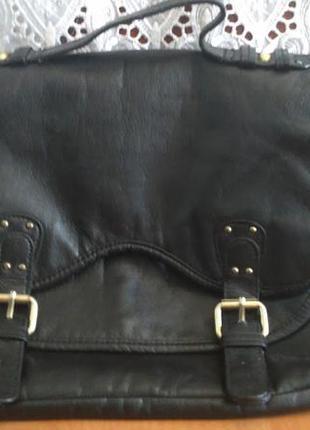 Чорна сумка на кнопках next