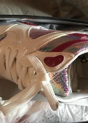 Женские кроссовки valentino