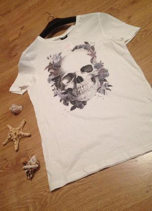 Стильная футболка с черепом под шорты юбка бренд   h&m / s-м