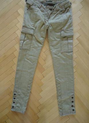 Крутые брюки джинсы скинни. декортативные строчки!