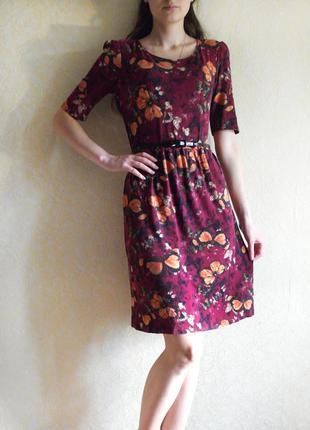 Красивое нежное платье цвета марсала с принтом