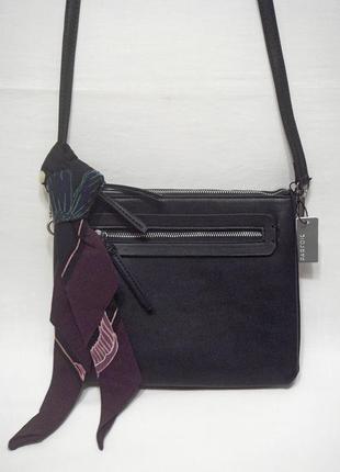Новая, с биркой, стильная черная сумочка через плечо,  с платочком, португальский бренд parfois