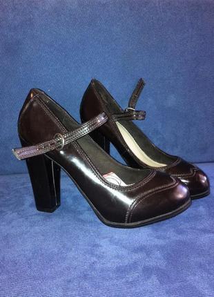 Классические туфельки на высоком толстом каблуке pull & bear(р.36)