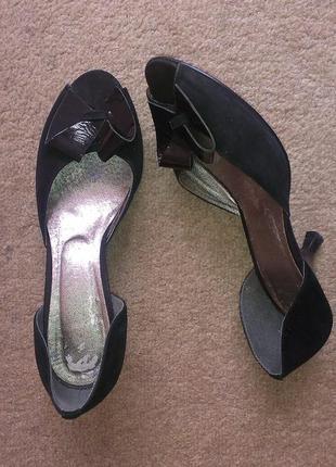 Натуральные замшевые открытые туфли босоножки