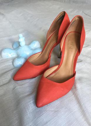 Замшевые туфли кораллового цвета