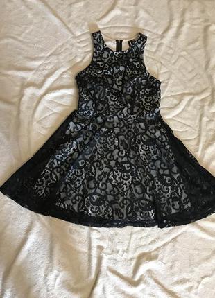 Короткое нарядное платье