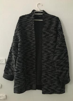 Пальто свободного кроя весеннее стильное