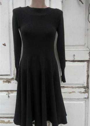 Черное платье с открытой спинкой valentino
