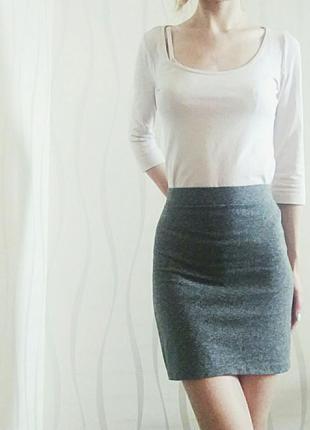 Стильная серая обтягивающая юбка размера s от h&m
