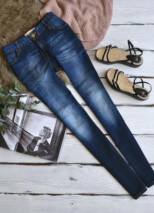 Повседневные актуальные синие джинсы