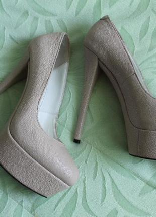 Стильные, выпускные, модные туфли на шпильке. новые/ натуральная кожа