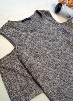 Серая футболка в рубчик с открытыми плечами marks&spencer