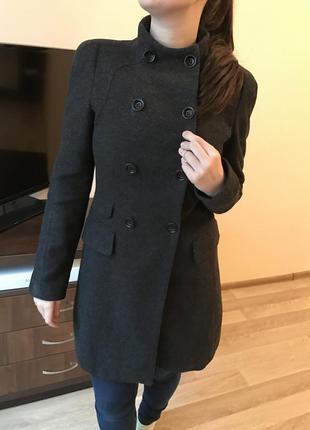 Стильное пальто с воротником-стойкой от zara