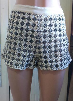 Актуальные нарядные вышитые бисером шорты beyoncé for h&m summer collection