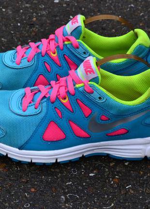 Nike revolutin 2
