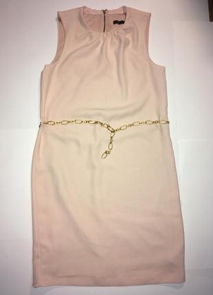 Кремовое платье с золотистой цепочкой-ремешком