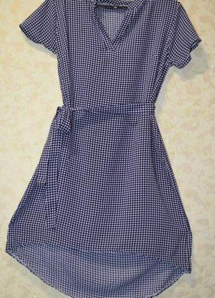 Легкое платье с удлиненной спинкой