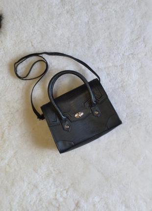 - красивая вместительная сумочка (кожзам).