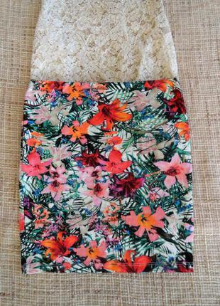 Яркая / модная юбка в цветочную расцветку /bershka / размер s