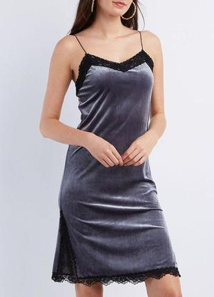 Бархатное платье в бельевом стиле с кружевом