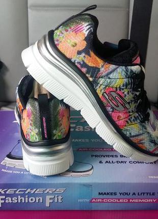 Очаровательные цветочные кроссовочки
