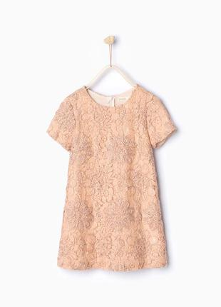 Стильное кружевное платье в цветочную вышивку и сзади на молнии
