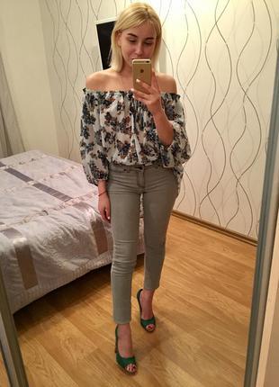 Скинни джинсы новые серые