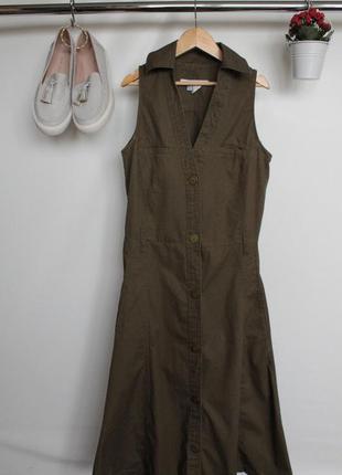 Трендовое джинсовое платье расклешенное к низу на пуговицах с воротником
