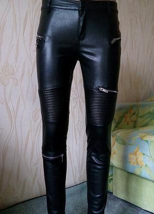 Стильные кожаные штаны-джегинсы zara.