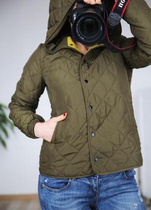 Брэндовая куртка с капюшоном,красивый цвет,р. s-m