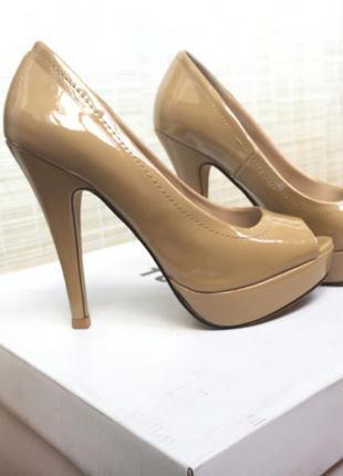 Красивые нюдовые туфли с открытым носком бежевые parfois