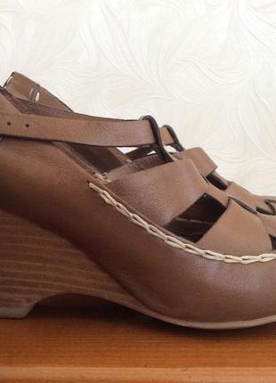 Кожаные стильные босоножки-сандалии. стелька 24 см.