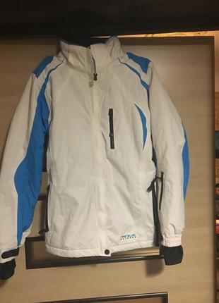 Зимняя  мембранная лыжная куртка известной фирмы parallel extreme! размер с,м