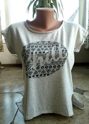 Модная футболка хорошего качества