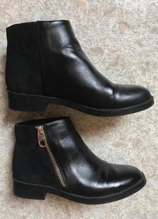 Чёрные осенние короткие ботинки pull&bear в идеальном состоянии