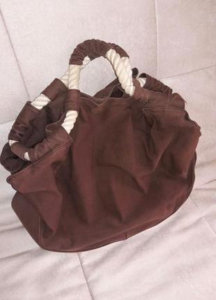 Необычная сумка с вязаными ручками