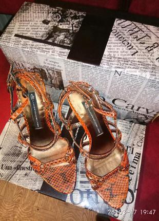 Красивые кожаные босоножки luciano carvari