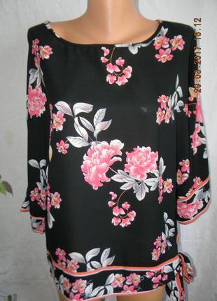 Новая блуза свободного кроя  с принтом цветы