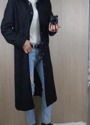 Стильное чёрное пальто