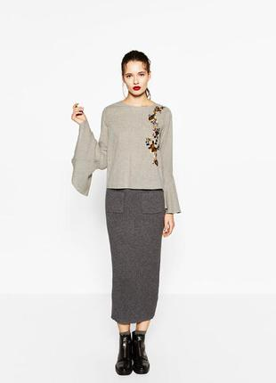 Хлопковая блуза с вышивкой и воланом на рукавах от zara