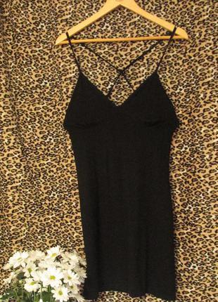 Чорна вечірня сукня.
